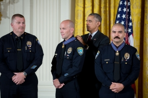 president-obama-awards-the-medal-of-valor-to-13-public-safety-officials